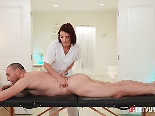 Hot masseuse goes the extra milf for her client