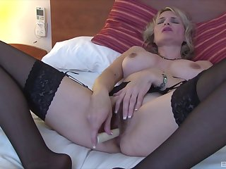 Mature blonde slut uses a basic toy at bottom will not hear of seasoned snatch