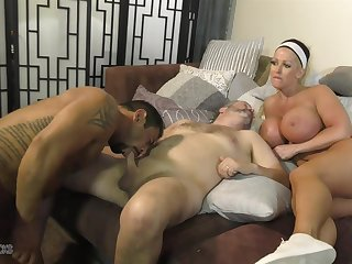 Prex Alura Jenson provides the pussy not later than hot bisexual MMF threesome