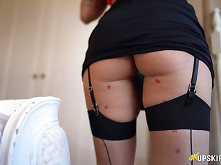 Amazing alone dark haired lady is ready to mesmerize you with the brush big booty